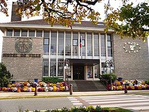 Paray-Vieille-Poste - The town hall in Paray-Vieille-Poste