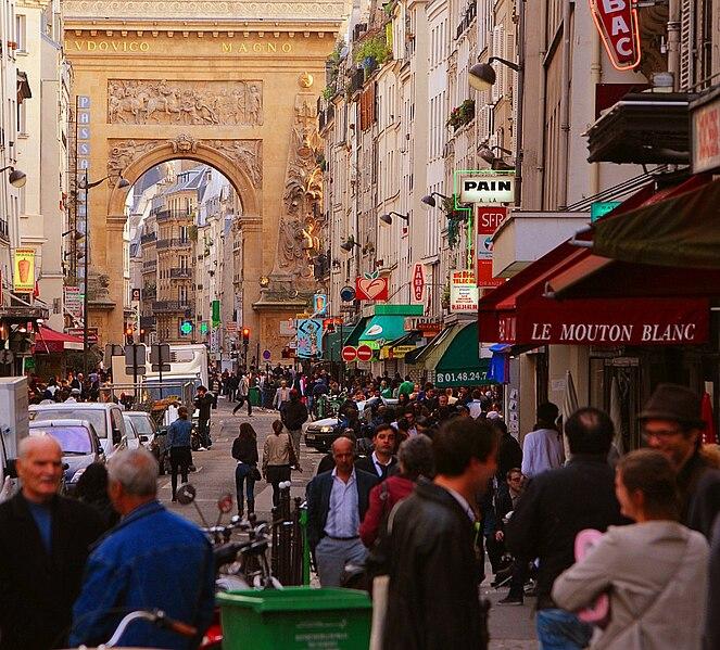 Fichier:Paris 75010 Rue du Faubourg-Saint-Denis towards Porte Saint-Denis.jpg
