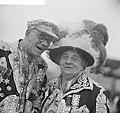 Pearly King en Queen op Schiphol, Bestanddeelnr 913-0049.jpg