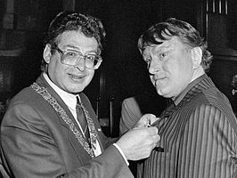 Peter Oosthoek wordt onderscheiden (1984)