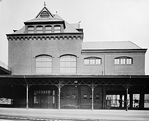 Baltimore & Ohio Railroad Station, Philadelphia - Image: Photocopy of photograph (Original in B and O Files) WEST ELEVATION Baltimore and Ohio Railroad Station, Twenty fourth and Chestnut Streets, Philadelphia, Phil Rotated & cropped