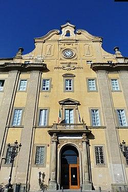 Piazza del Collegio, Prato Toscana, Italia 03.jpg