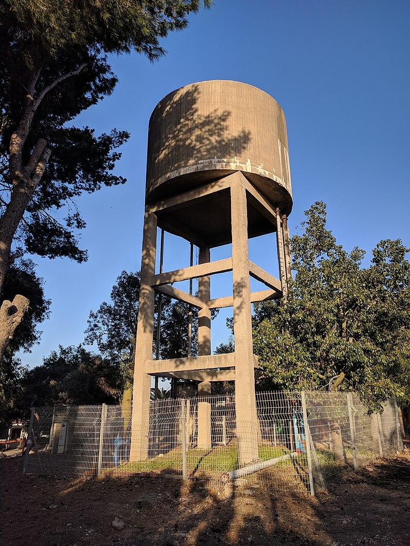 מגדל המים במושב עדנים
