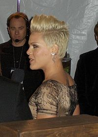Pink at 2007 E! Golden Globe afterparty.jpg