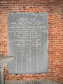 Plaque funéraire droite dans le chœur de la chapelle des familles du Bois et de Prelle de la Nieppe.JPG