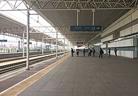 Platform 1 of Langfang Railway Station (20160505120535).jpg