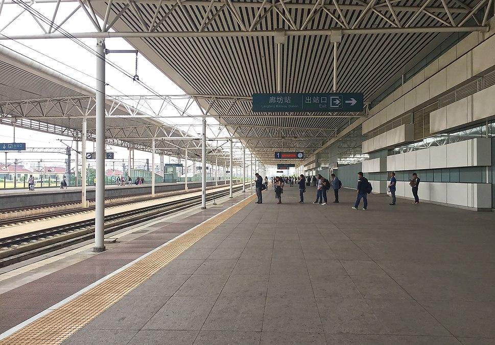 Platform 1 of Langfang Railway Station (20160505120535)