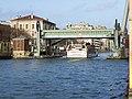 Pont levant paris.jpg