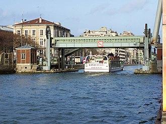 Bassin de la Villette - The Lifting bridge at Rue de Crimée