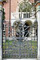 Portail de style Liberty de la villa Romanelli (Lido de Venise) (8154074741).jpg