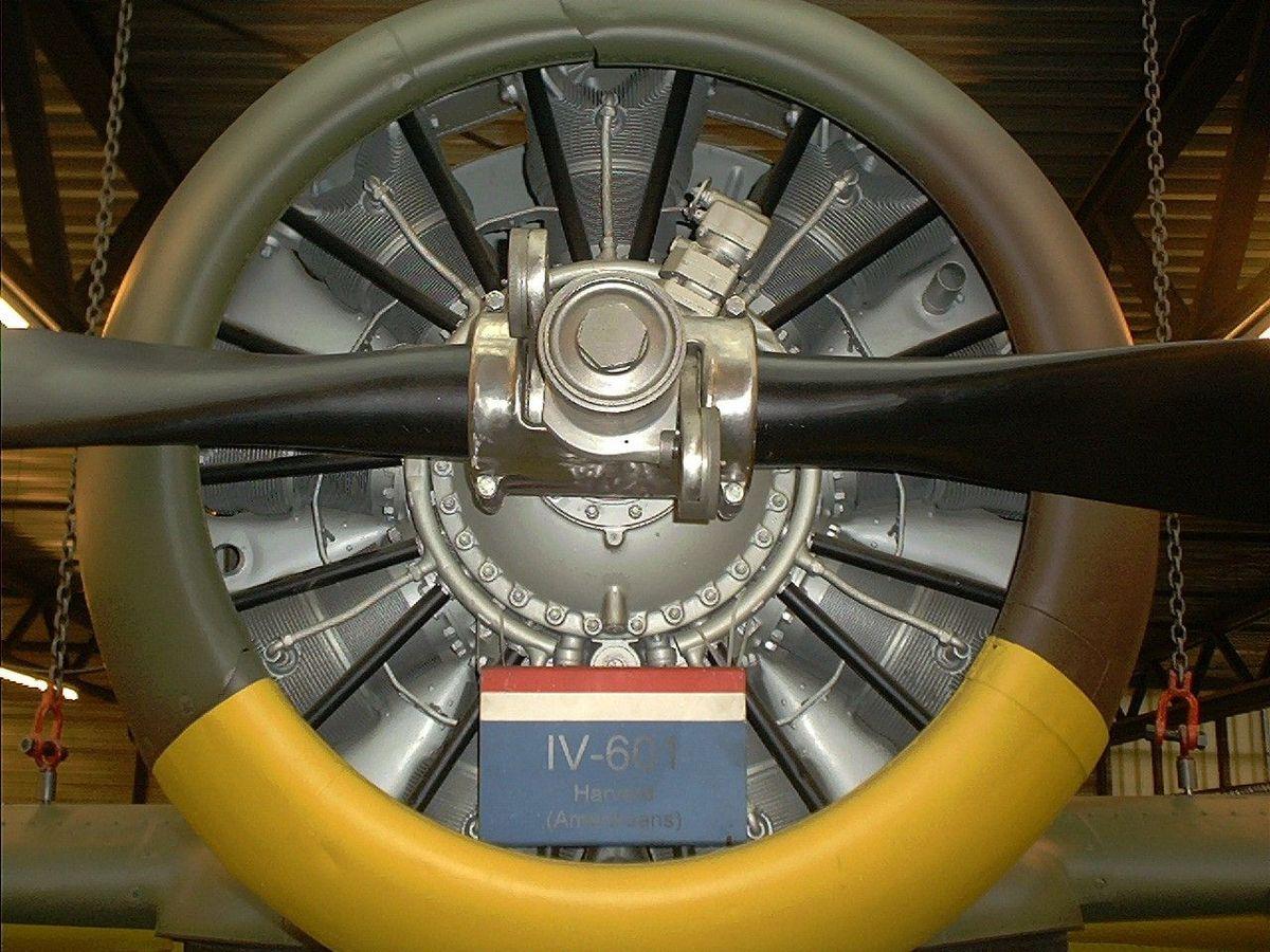 Pratt & Whitney R-1340.jpg