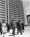 Presidente Rafael Caldera en la inauguración de residencias en la UD-3 de Caricuao el 31 de marzo de 1970.jpg