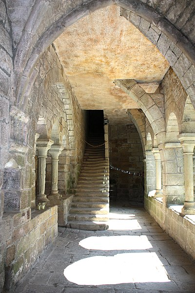 English:  The staircase, without ramp, lead to the cells. It is worn next the wall, because, following the rule of Grandmont, the monks went to the offices in the dark.