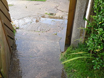 English: Puddles after a thunderstorm in Sheff...