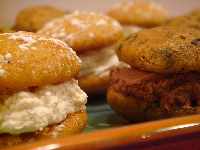 File:Pumpkin whoopie pies, black and white, October 2009.jpg