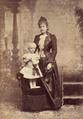 Rainha D. Maria Pia com o príncipe D. Luís Filipe, 1888 - Augusto Bobone.png