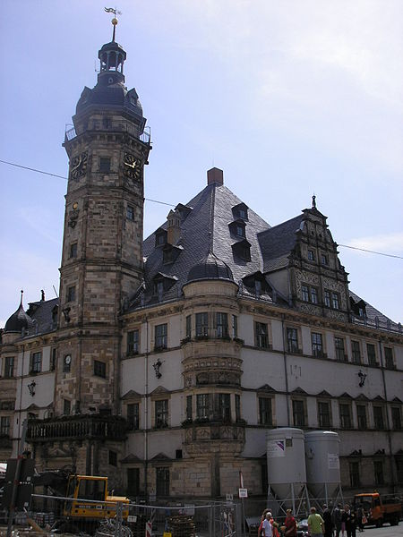 http://upload.wikimedia.org/wikipedia/commons/thumb/f/f2/Rathaus_Altenburg.JPG/450px-Rathaus_Altenburg.JPG