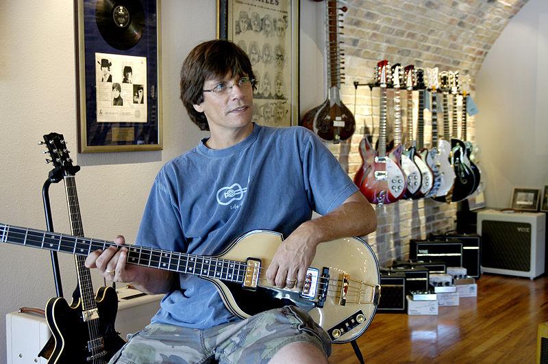 File:Richard Turner 1 - Redbone Guitar Boutique, 2008-09-02.jpg