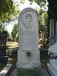 Robert Fuchs family grave, Vienna, 2018.jpg