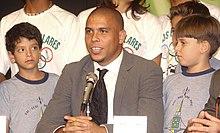 Ronaldo durante un incontro presso il Ministero dell'Educazione brasiliano nel 2005.