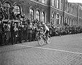 Ronde van Nederland , vierde etappe. Aankomst Leeuwarden, Bestanddeelnr 908-5736.jpg