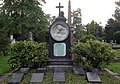 Ruhestätte Familie Peter Kürten mit Pieta von Anton Josef Reiss, Nordfriedhof Düsseldorf.jpg