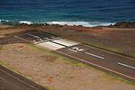 Runway 21 at Lihue Airport, Aug 2008.jpg