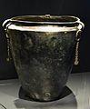 Sítula de bronze, vaixella per a beure, tomba 504 de Hallstatt.JPG