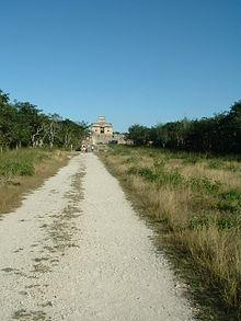 Sacbé a Dzibilchaltun (Yucatan).
