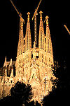 Sagrada familia by night 2006.jpg