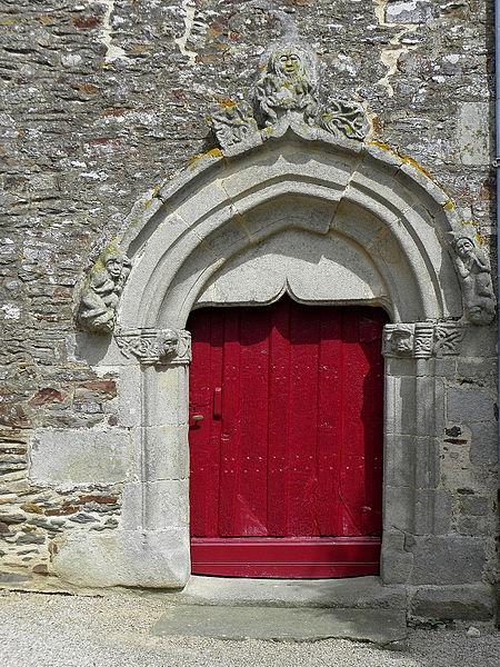 Église Saint-Uniac, commune de Saint-Uniac (35). P0rte du croisillon sud.