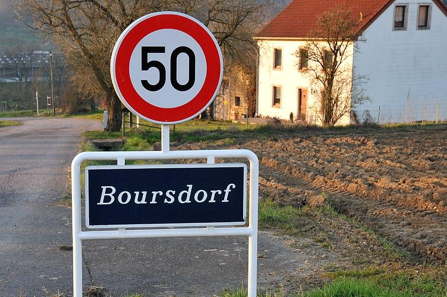 D'Schëld an der Entree vu Buerschdref.