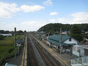 Shimōsa-Manzaki Station - View of Shimōsa-Manzaki Station side platforms from the footbridge