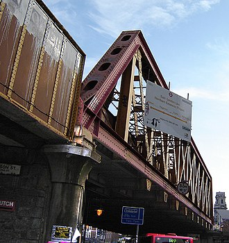 Shoreditch - The railway bridge on Kingsland Road – an essential part of the East London Line extension. (September 2005)