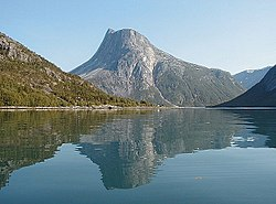 Skjomen-fjord-and-Lappviktind.jpg