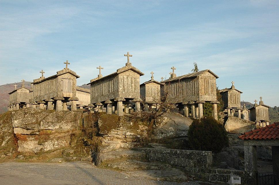 Espigueiros de pedra no Soajo portugués.