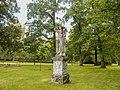 Socha v Sobotíně v zámeckém parku (Q104983492).jpg