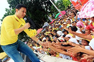 Sonny Angara - Sonny Angara on the campaign trail during the 2013 senatorial elections.