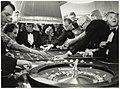 Spelers in het casino in hotel Bouwes aan het Badhuisplein 7. NL-HlmNHA 54005744.JPG