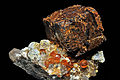 Spessartine après pyrite, quartz fumé, orthose, muscovite 1.jpeg