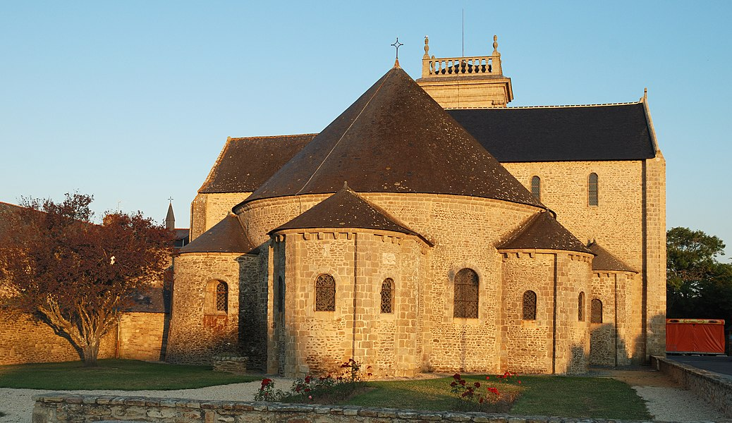 Saint-Gildas-de-Rhuys: abbey-church  (Morbihan, France)