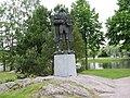 Statue beside Olavinlinna - panoramio.jpg