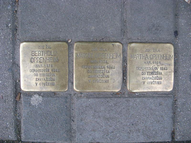 File:Stolpersteine, Bratislavská 67, Brno.JPG