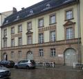 Straßenansicht der Carl-Kraemer-Grundschule.png