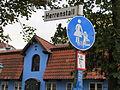 Straßenschild Herrenstall, mit Blick auf das angrenzende Gebäude mit der Adresse Schiffbrücke 37 (Flensburg), anderes Bild.JPG