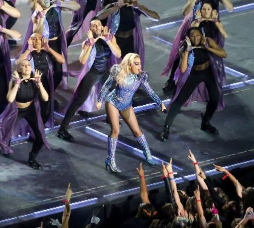 Super Bowl LI halftime show 03 (cropped)