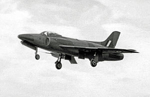 Supermarine Swift FR.5 XD905 V-A Farnborough 10.09.55 edited-2.jpg
