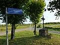 Suzanne (Ardennes) panneau indicateur et Croix des Arbres.JPG