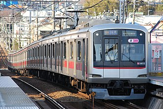 Minatomirai Line - Image: Tōkyū 5000kei train made up of eight cars