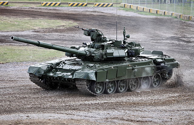 Колонну иностранных танков увидели вПетербурге